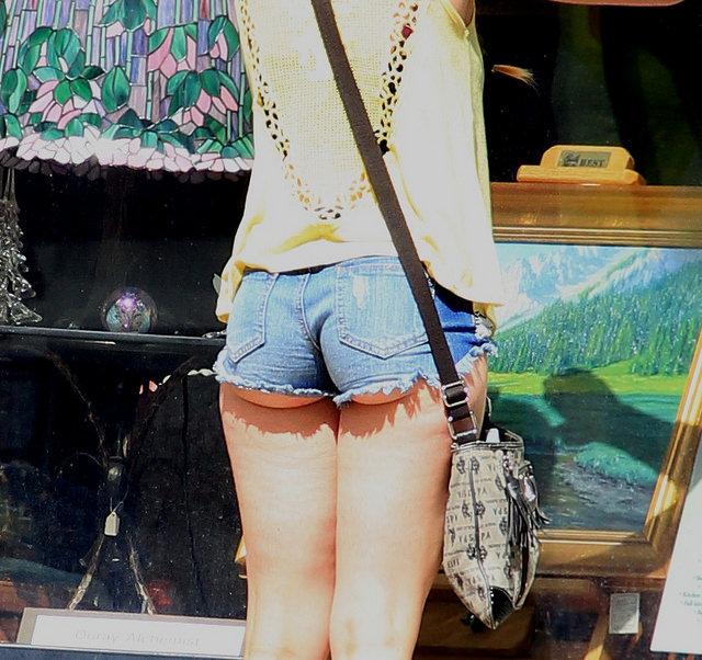 【ホットパンツエロ画像】ブルマがなくてもコレがある!ハミ尻上等のホットパンツ女子www 02