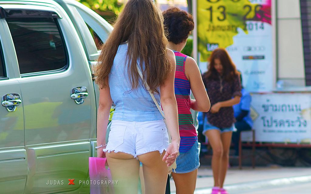 【ホットパンツエロ画像】ブルマがなくてもコレがある!ハミ尻上等のホットパンツ女子www 22