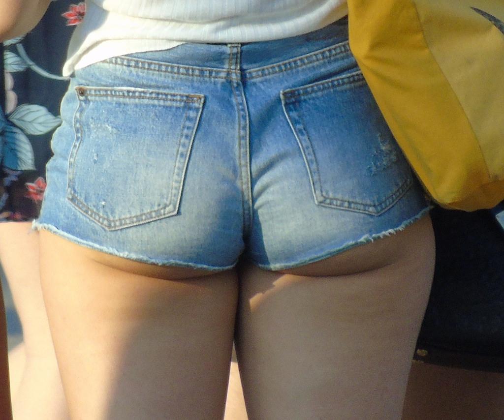 【ホットパンツエロ画像】ブルマがなくてもコレがある!ハミ尻上等のホットパンツ女子www 26