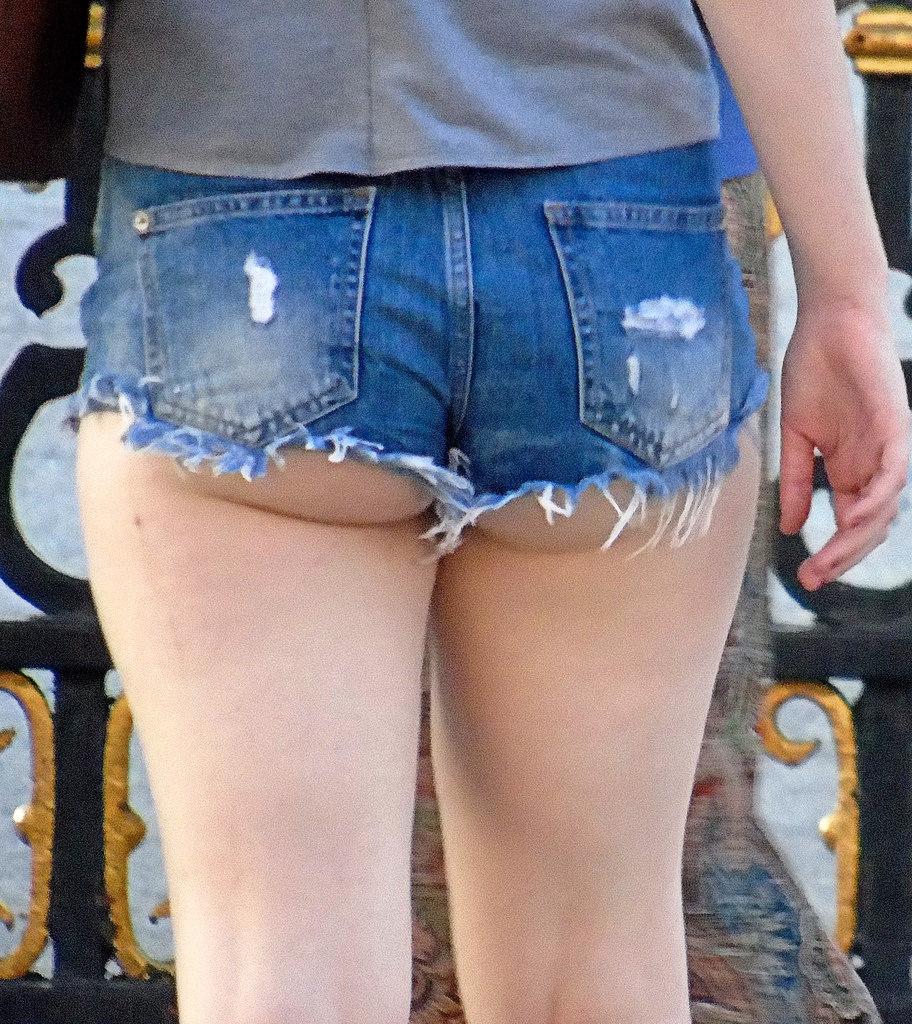 【ホットパンツエロ画像】ブルマがなくてもコレがある!ハミ尻上等のホットパンツ女子www 28