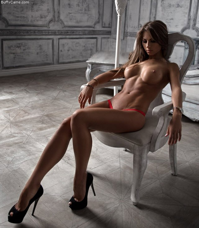 【筋肉美女エロ画像】許せるのはどこまで?マッチョ美女のヌード見比べwww 08