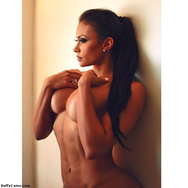 【筋肉美女エロ画像】許せるのはどこまで?マッチョ美女のヌード見比べwww 17