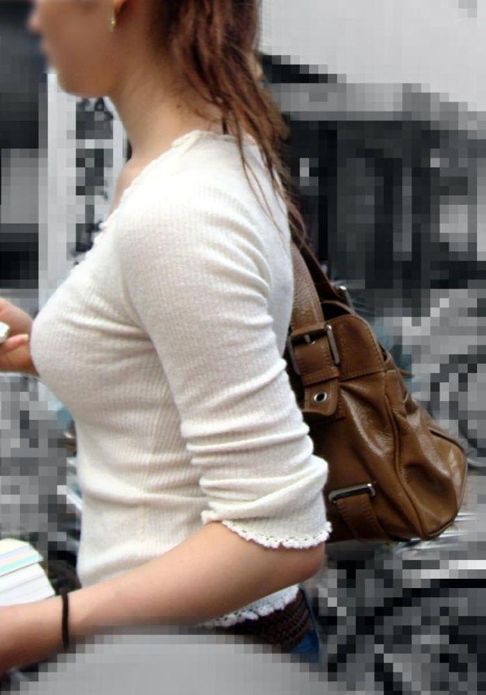 【巨乳エロ画像】東西南北どこにも乳袋w街行けば絶対拝める着衣おっぱいwww 08