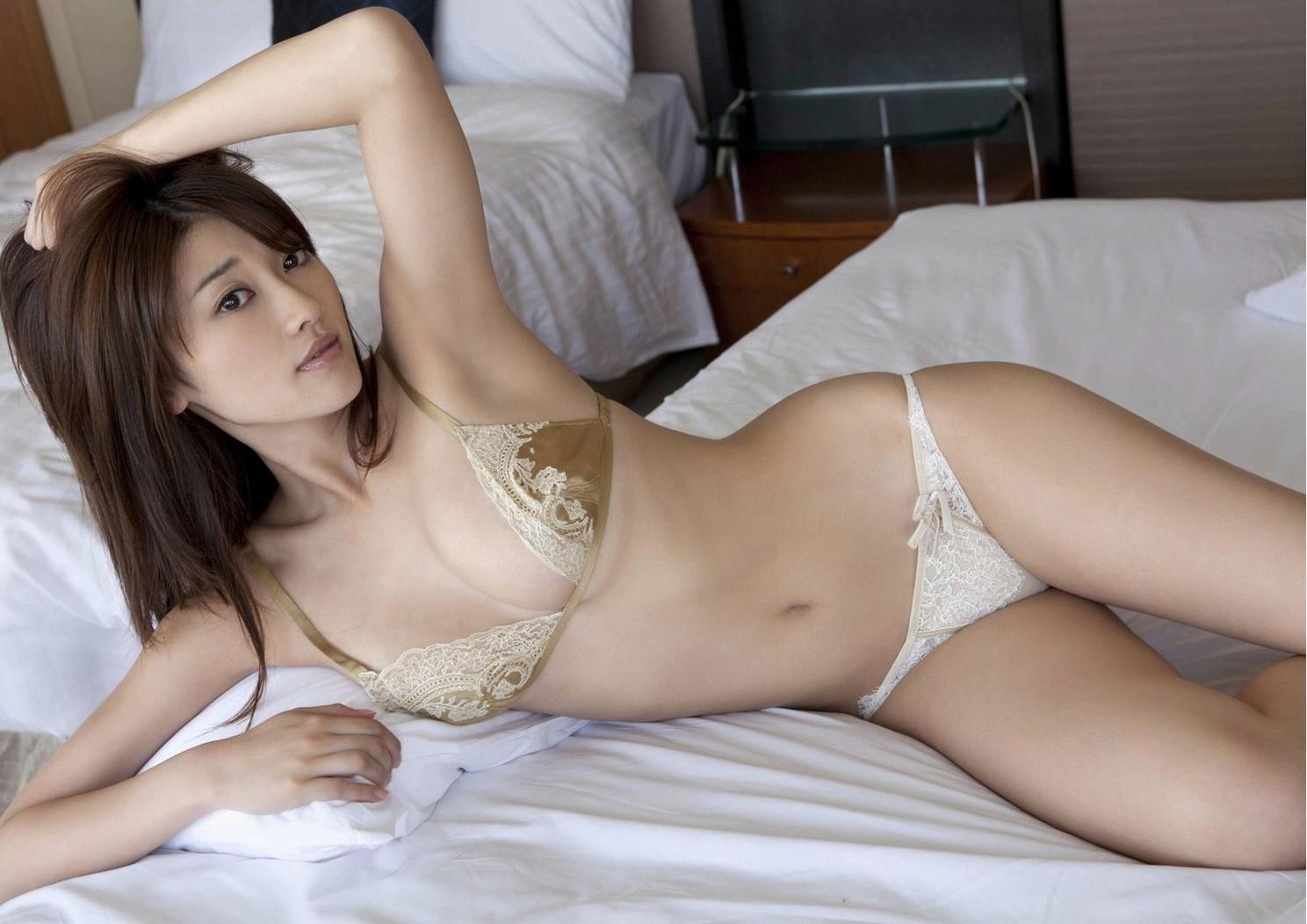 【腋フェチエロ画像】おっぱいより舐めたい日もあるw綺麗で貴重な美女の腋下www 26