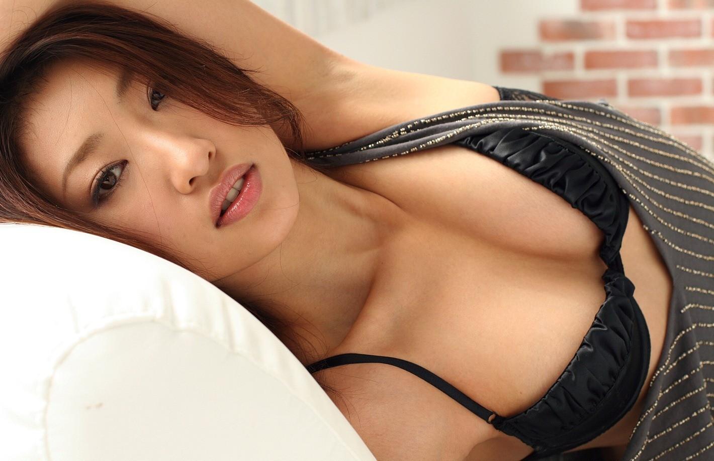 【腋フェチエロ画像】おっぱいより舐めたい日もあるw綺麗で貴重な美女の腋下www 28