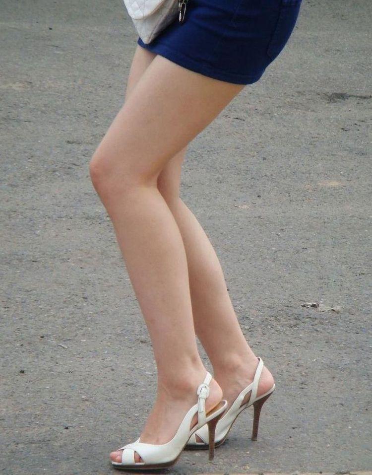 【美脚エロ画像】体の約半分をタダ見せしてくれると思うと萌える街角美脚www 17