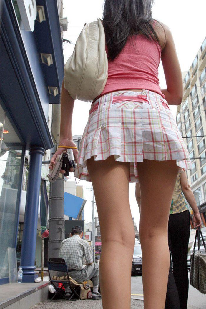 【美脚エロ画像】体の約半分をタダ見せしてくれると思うと萌える街角美脚www 24
