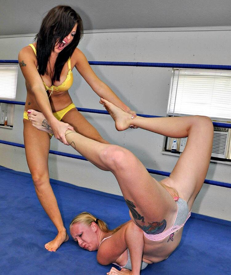 【キャットファイトエロ画像】性的に攻めまくれ!闘う女同士の真剣辱め対決www 22