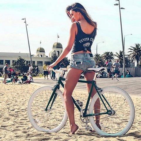 【着尻エロ画像】サドルになりたいなら顔か手か…美味しそうな自転車ライド尻www 09