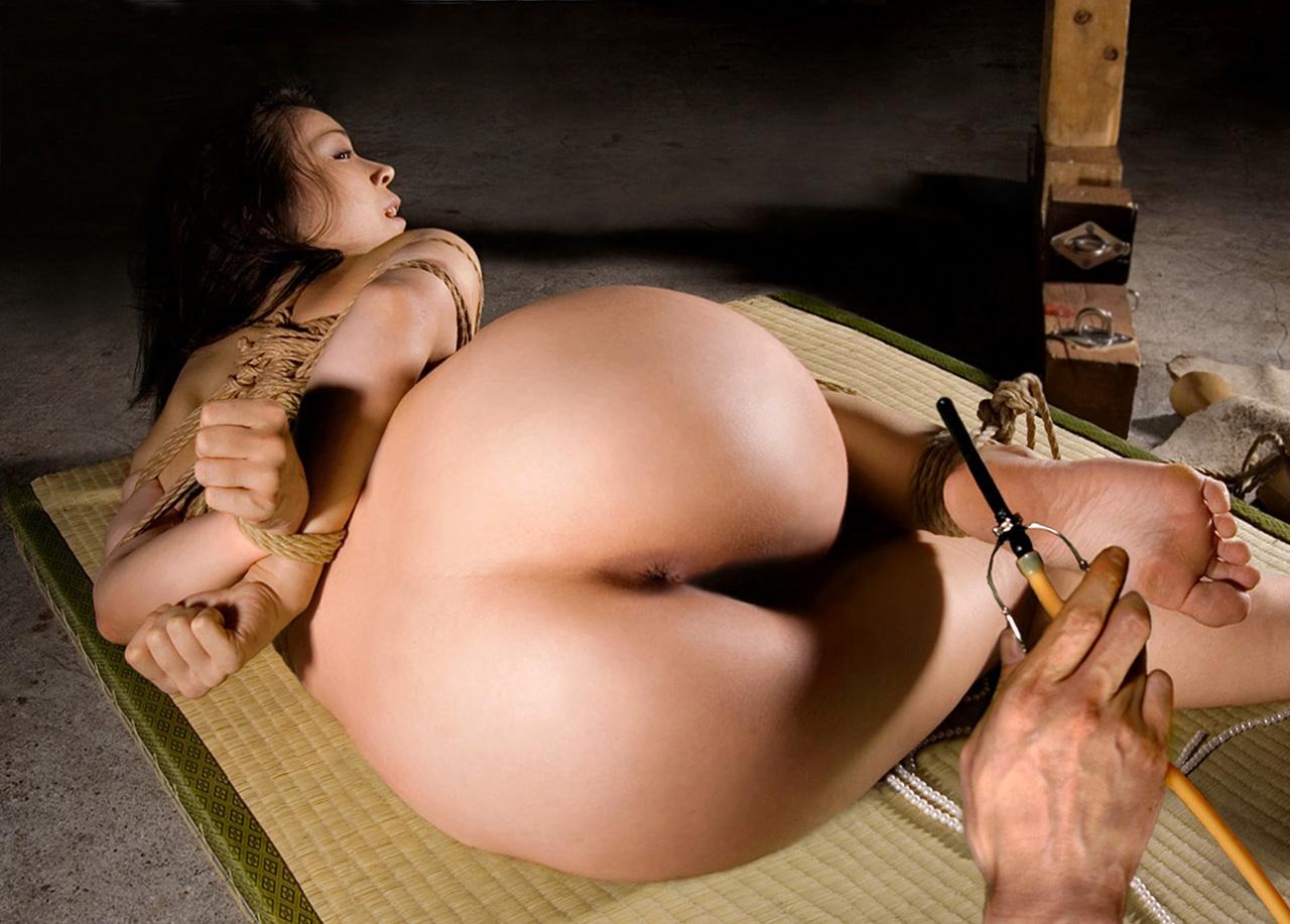 【SMエロ画像】この後待つのは大噴射…恥ずかしく苦しい浣腸される美尻www 02