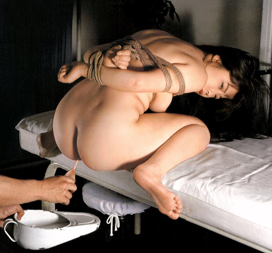 【SMエロ画像】この後待つのは大噴射…恥ずかしく苦しい浣腸される美尻www 15