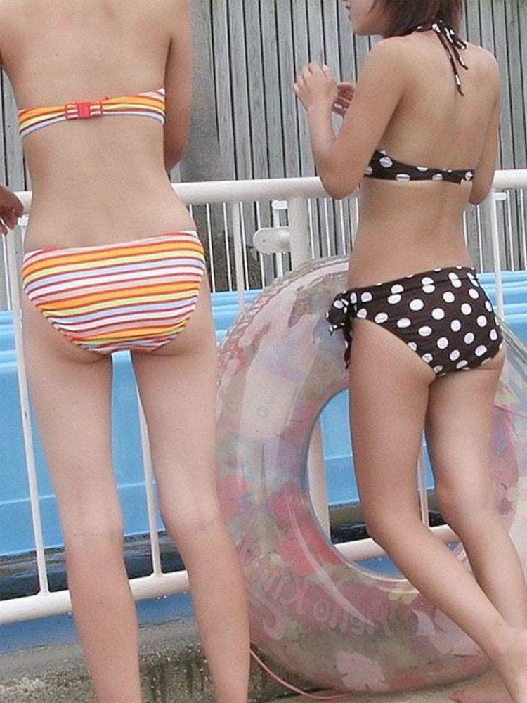【水着エロ画像】来年の夏も是非生で見たい!ビーチを彩るハミ出しビキニ尻www 23