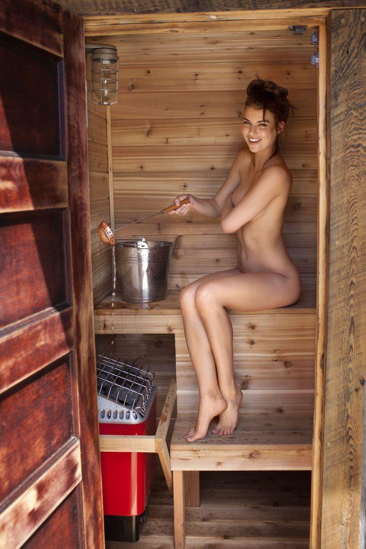 【海外エロ画像】混浴がある!?興奮して退出時間が早まりそうなサウナの裸女www 13