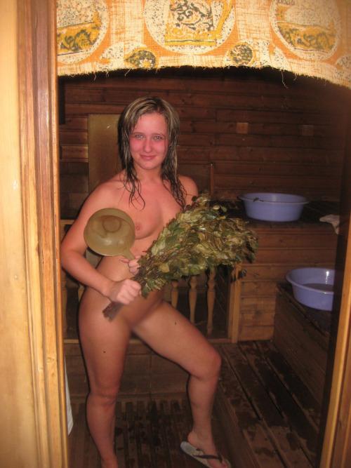 【海外エロ画像】混浴がある!?興奮して退出時間が早まりそうなサウナの裸女www 17