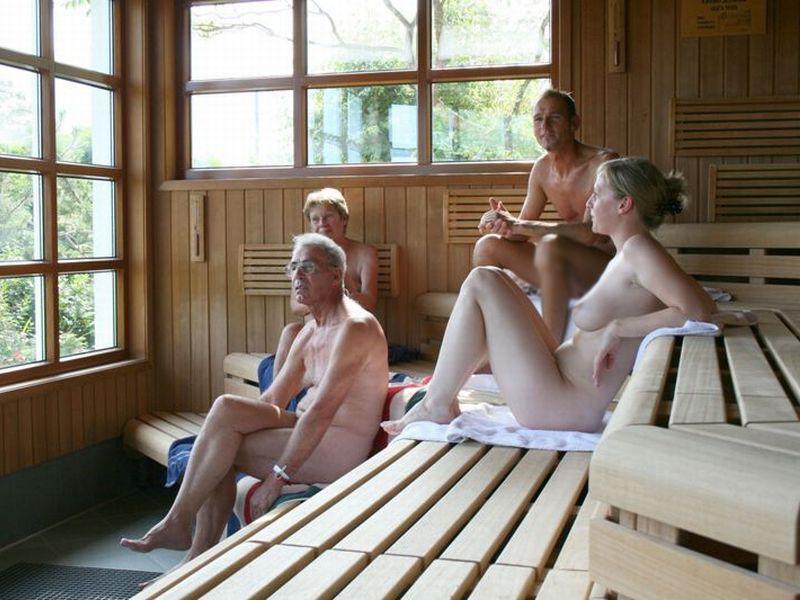 【海外エロ画像】混浴がある!?興奮して退出時間が早まりそうなサウナの裸女www 20