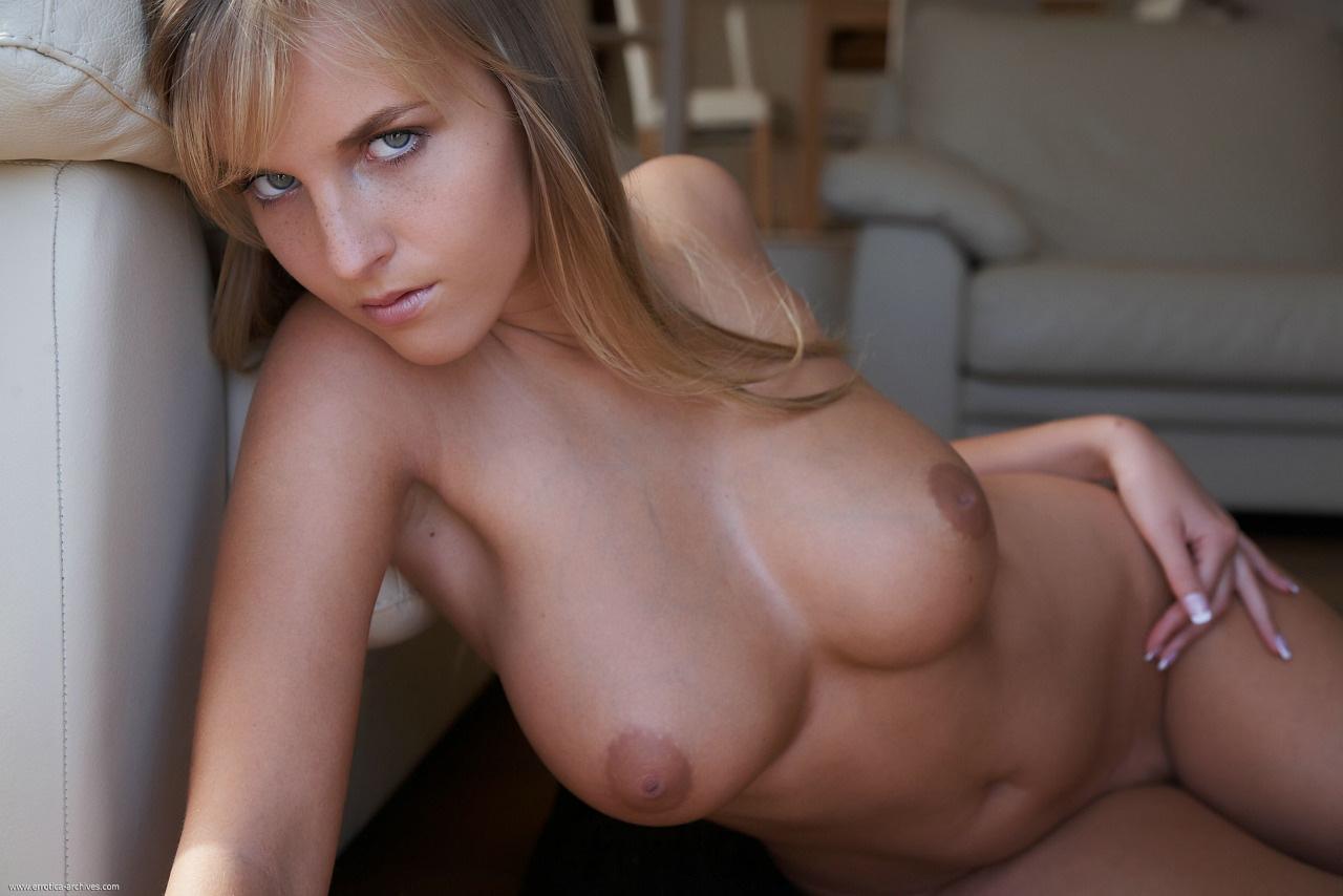 【乳首エロ画像】惜し過ぎる…素晴らしい美巨乳なのに陥没なのが勿体無いwww 14