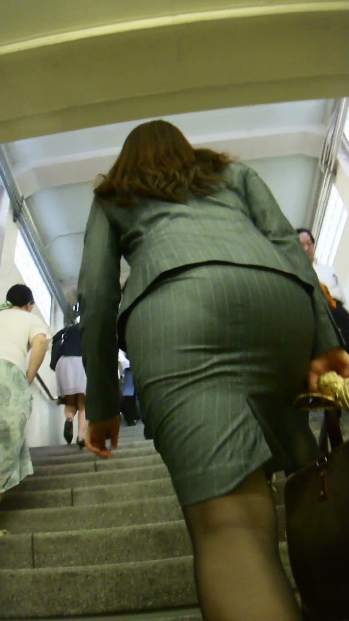 【着尻エロ画像】セクハラとの縁はなかなか切れない働く女性のタイト尻www 14