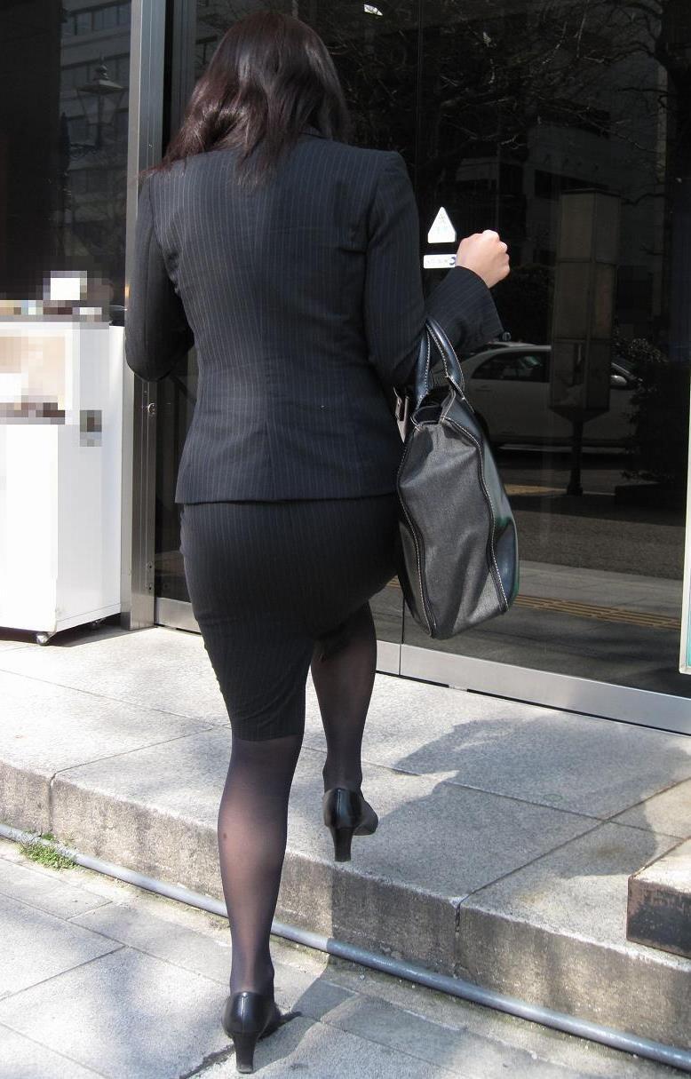 【着尻エロ画像】セクハラとの縁はなかなか切れない働く女性のタイト尻www 17