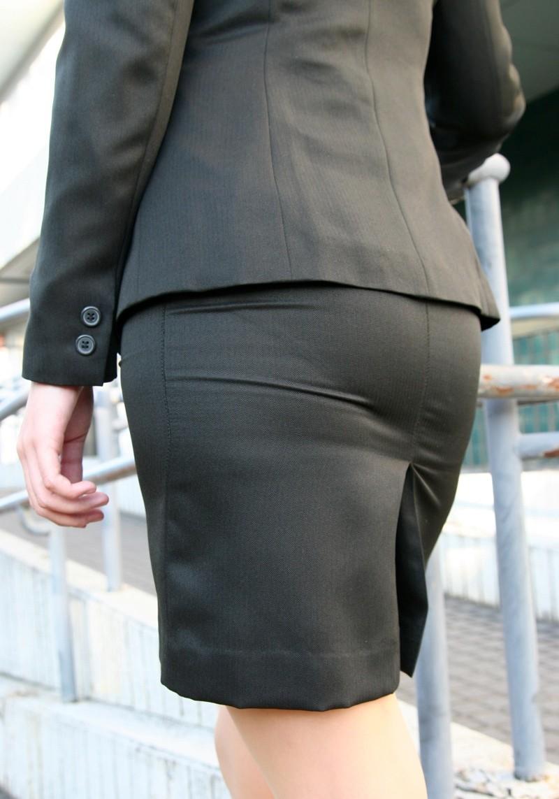 【着尻エロ画像】セクハラとの縁はなかなか切れない働く女性のタイト尻www 18