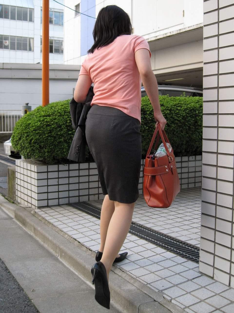 【着尻エロ画像】セクハラとの縁はなかなか切れない働く女性のタイト尻www 22