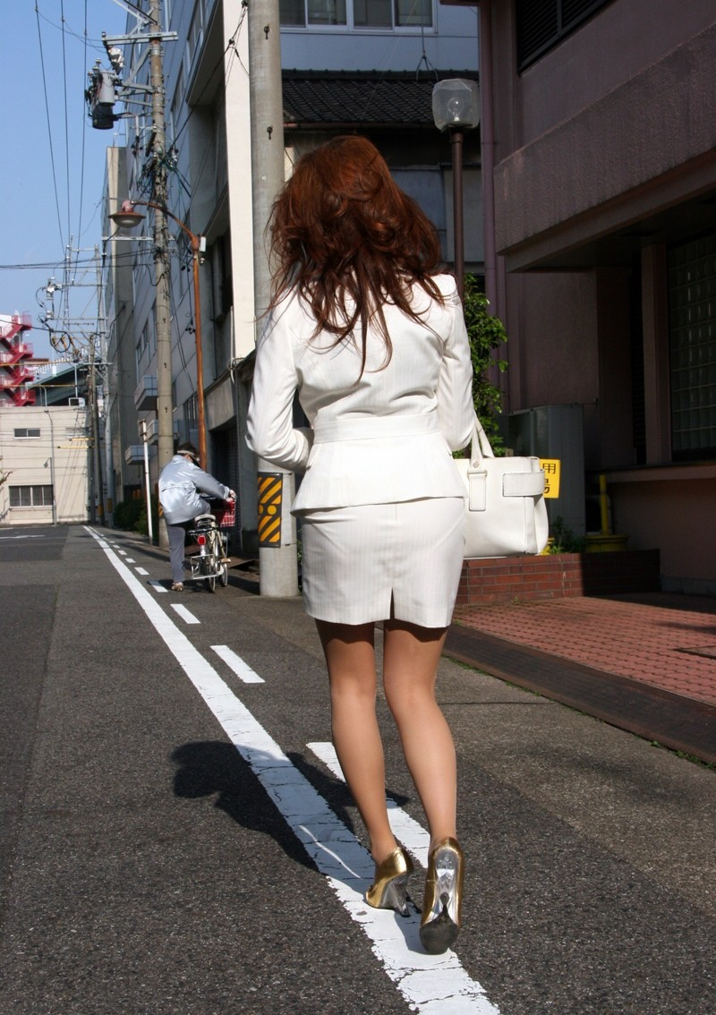 【着尻エロ画像】セクハラとの縁はなかなか切れない働く女性のタイト尻www 29