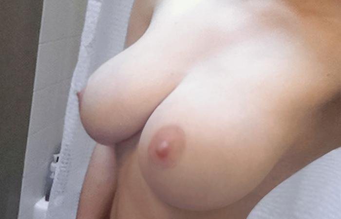 【自撮りエロ画像】大国だから美乳も多い!海外女神の当たりおっぱい一挙公開! 001