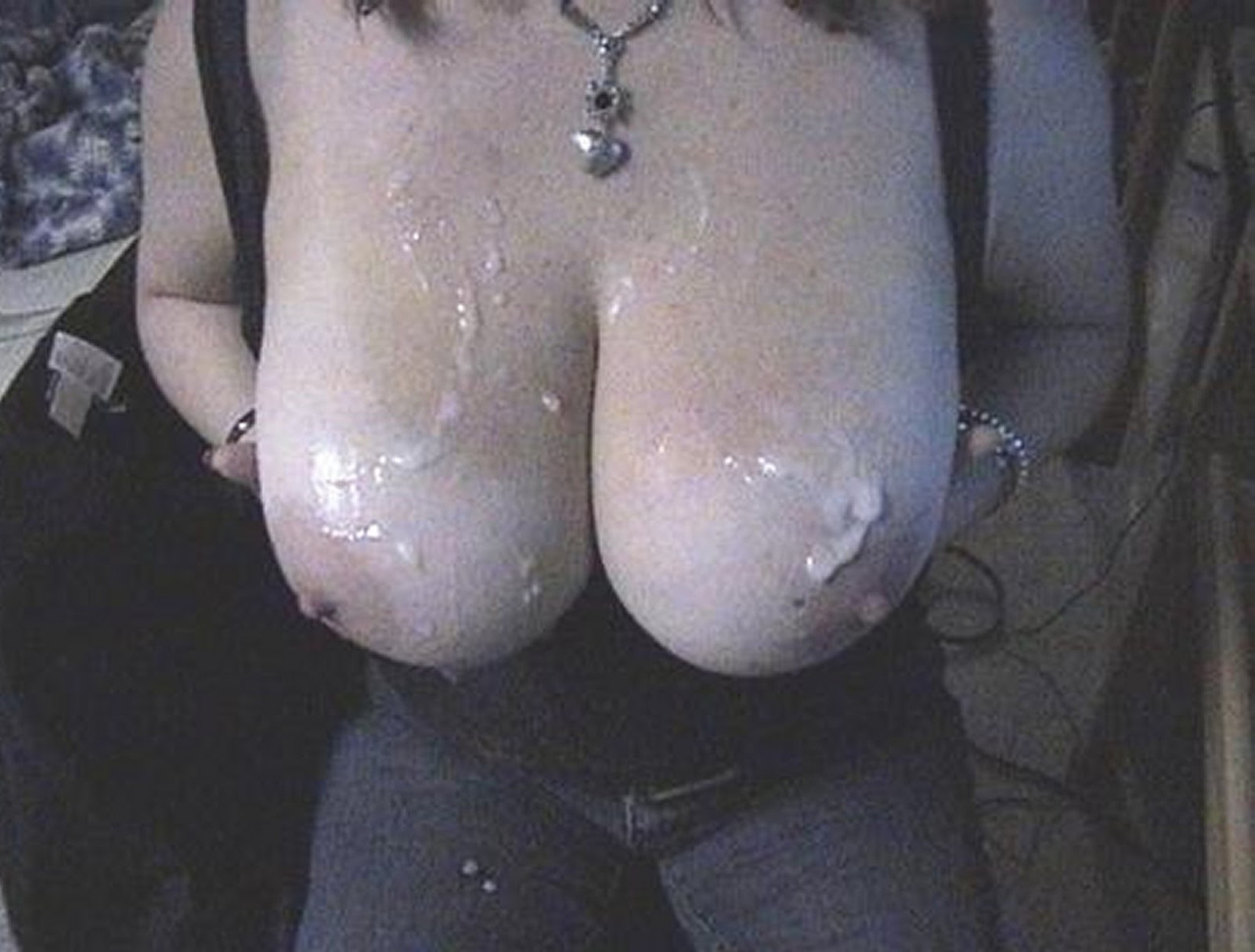 【ぶっかけエロ画像】最後は擦りつけて残り汁までw超爽快の生乳に放出www 14
