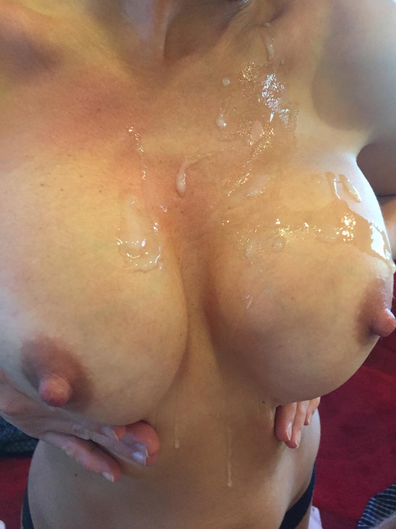 【ぶっかけエロ画像】最後は擦りつけて残り汁までw超爽快の生乳に放出www 15
