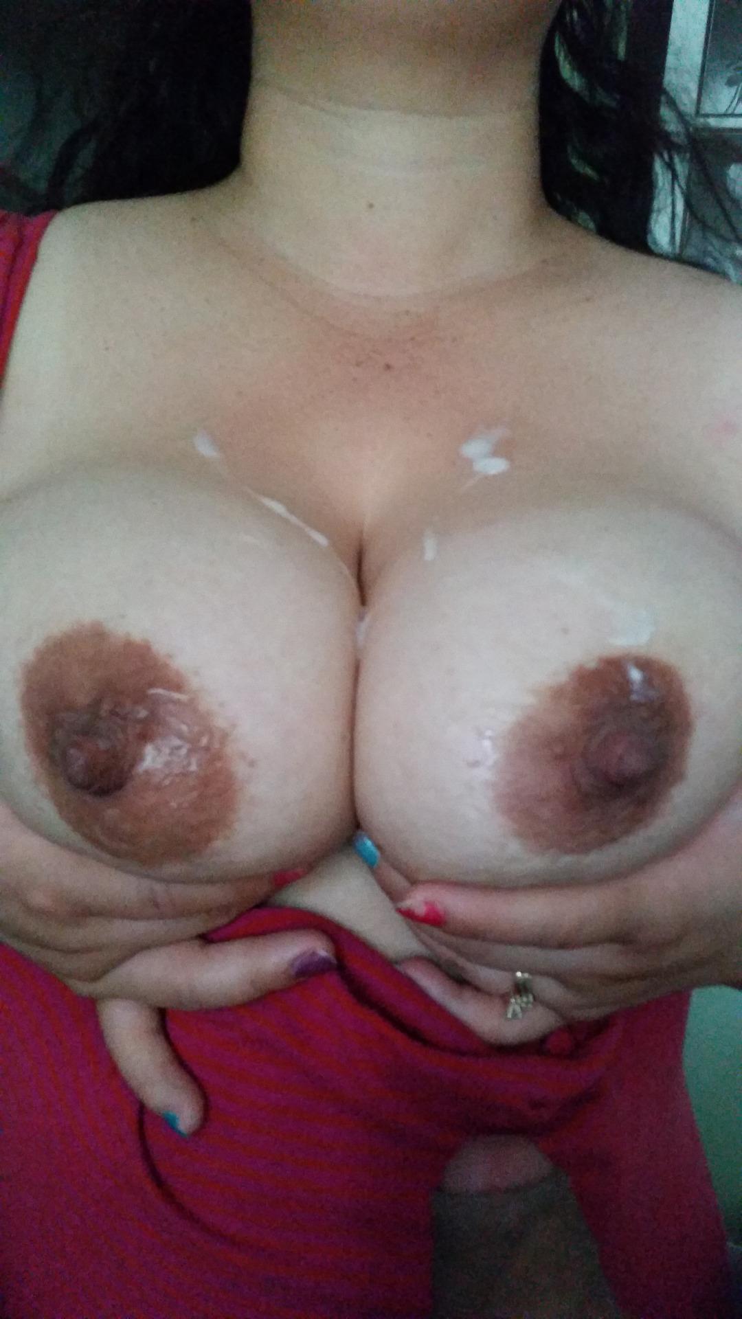 【ぶっかけエロ画像】最後は擦りつけて残り汁までw超爽快の生乳に放出www 24