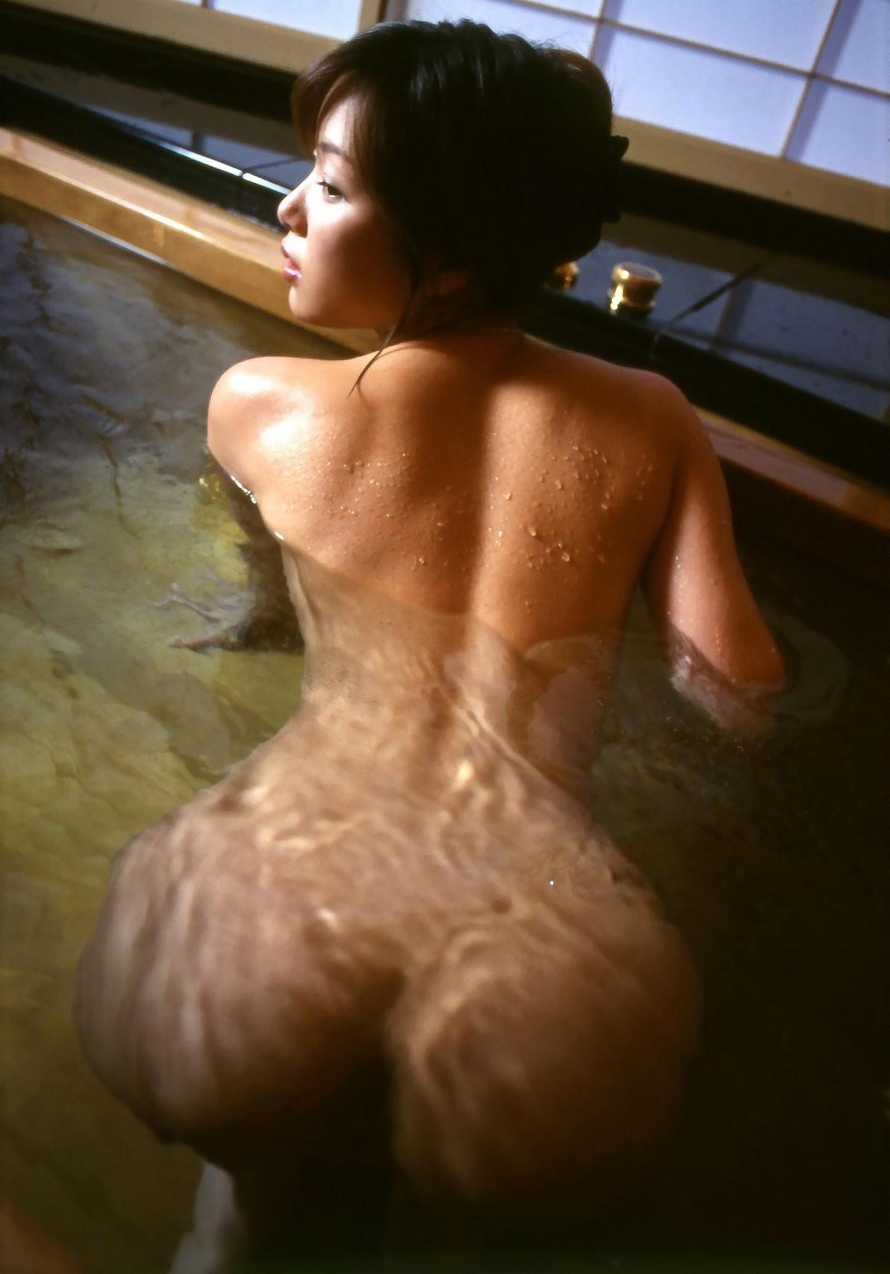 【入浴エロ画像】見たら吸い付きたくなる…お風呂中な女の濡れ尻www 05