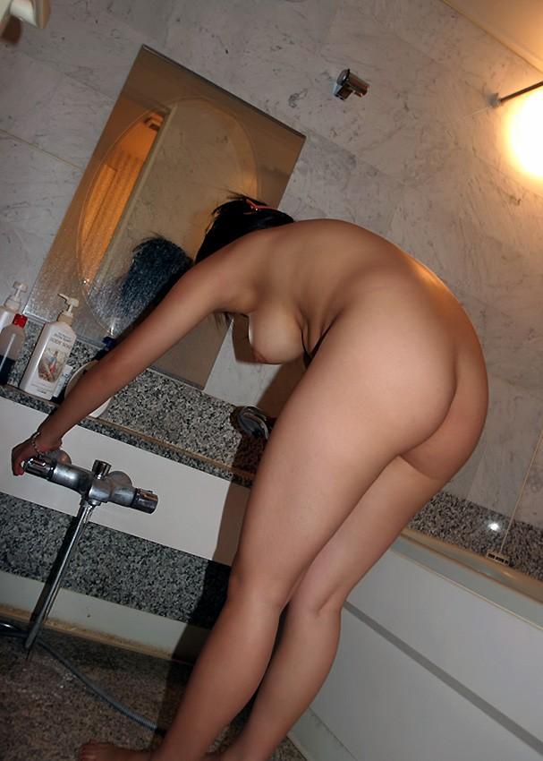 【入浴エロ画像】見たら吸い付きたくなる…お風呂中な女の濡れ尻www 20