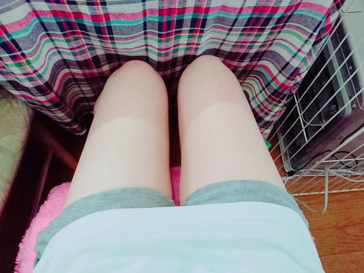 【美脚エロ画像】美脚自慢な女神達が乳出す前に生の脚線美を自撮りwww 11