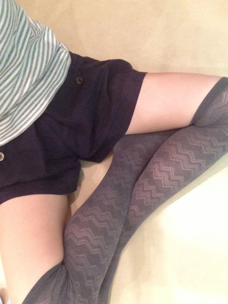 【美脚エロ画像】美脚自慢な女神達が乳出す前に生の脚線美を自撮りwww 13
