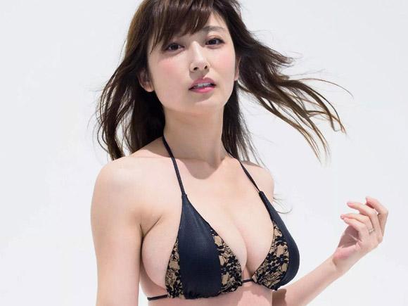 経産婦の熊田曜子(34)がグラビア完全復活!巨大化した「へそ」が卑猥www