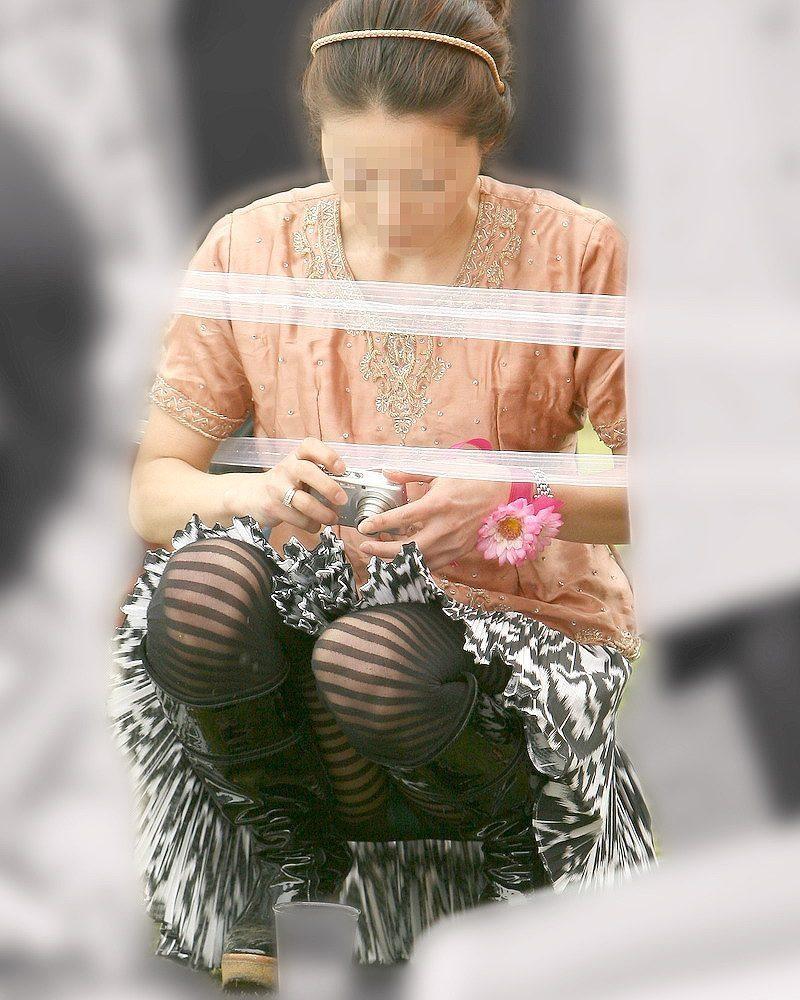 【パンチラエロ画像】閉じる事を知らんで座ってパンチラしちゃう一般女性たちwww 26
