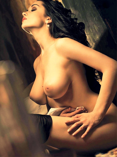 【乳首エロ画像】出て来て!惜しくも美巨乳から外れた海外産の陥没乳首www 20