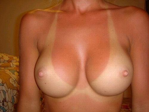 【日焼け エロ画像】焼き過ぎぐらいでも問題なくエロい素人さんの水着痕www
