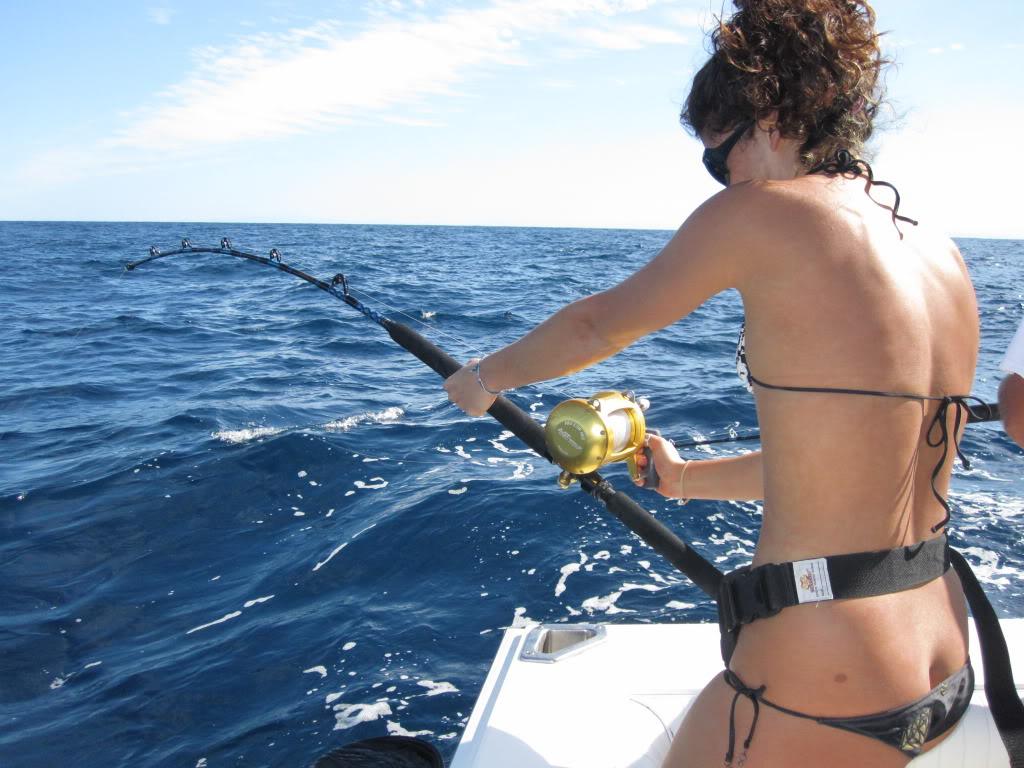 【水着尻エロ画像】ヒット時のムチムチがたまらん海外釣り人のビキニ尻www 16