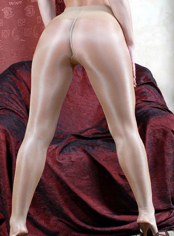 【パンストエロ画像】繋ぎ目が急所を上手く隠しているパンスト美巨尻www 02