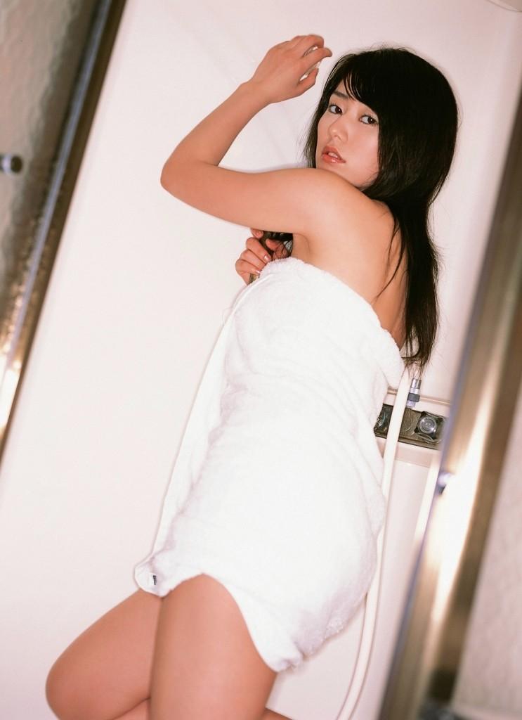 【湯上り女体エロ画像】もう1発どう?シャワー後のバスタオル1枚女子の無防備な姿www 06