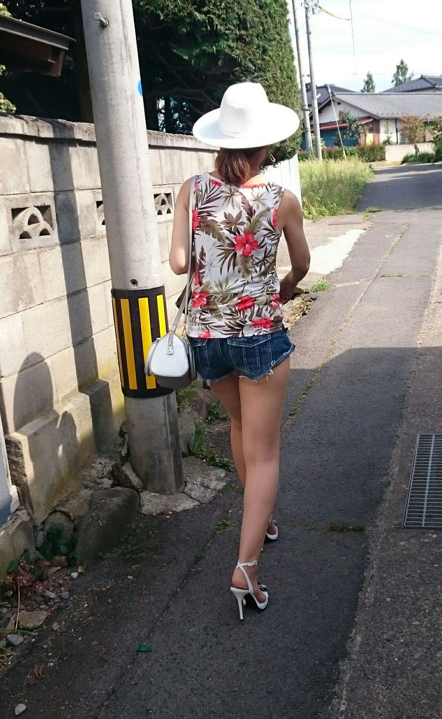 【美脚エロ画像】美脚だけを堪能したい方にオススメな街角ショーパン女子www 04