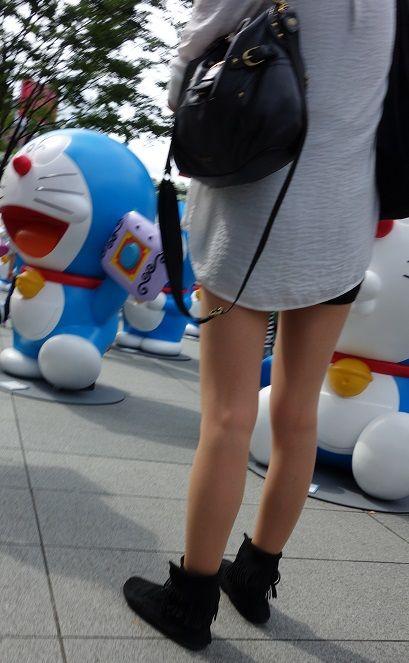 【美脚エロ画像】美脚だけを堪能したい方にオススメな街角ショーパン女子www 11