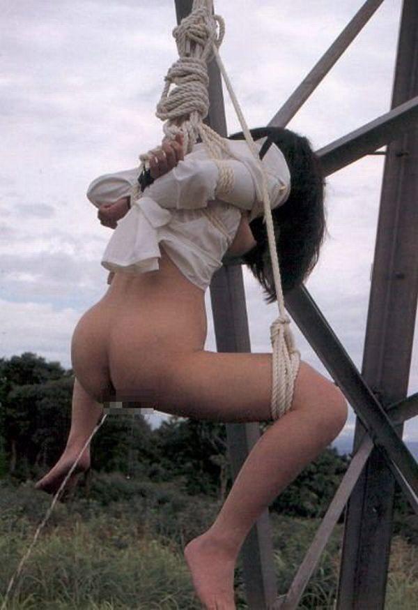 【浣腸エロ画像】やっと許されて恥など忘れた!浣腸女の大量噴射羞恥www 02