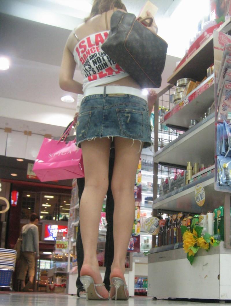 【ミニスカエロ画像】まだショーパンには負けてない!履けばチラ確なデニミニ女子www 06