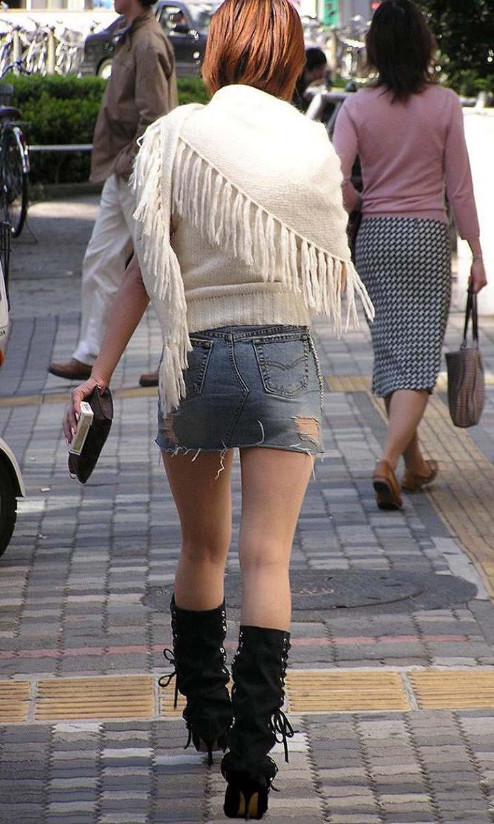 【ミニスカエロ画像】まだショーパンには負けてない!履けばチラ確なデニミニ女子www 09
