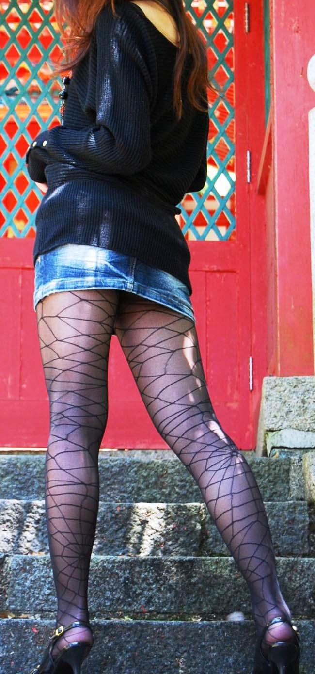 【ミニスカエロ画像】まだショーパンには負けてない!履けばチラ確なデニミニ女子www 12