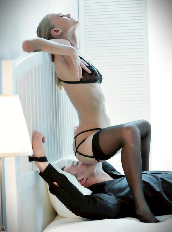 【海外エロ画像】どうみても女が有利wデカ尻が強烈な海外の顔面騎乗www 01