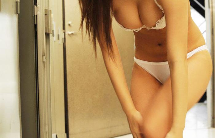 【着替えエロ画像】全裸になる人の理由を知りたい…女子更衣室に介入www 001