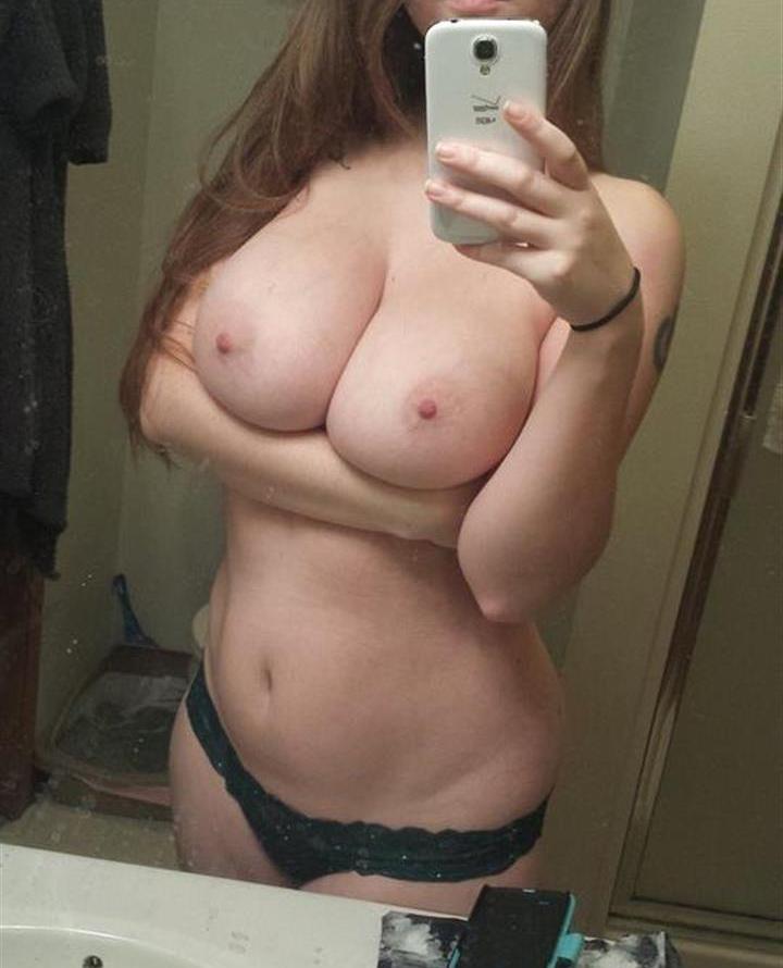 【自撮りエロ画像】誰かは知らんが乳は極上!有名人より凄い女神の自撮りおっぱいwww 10