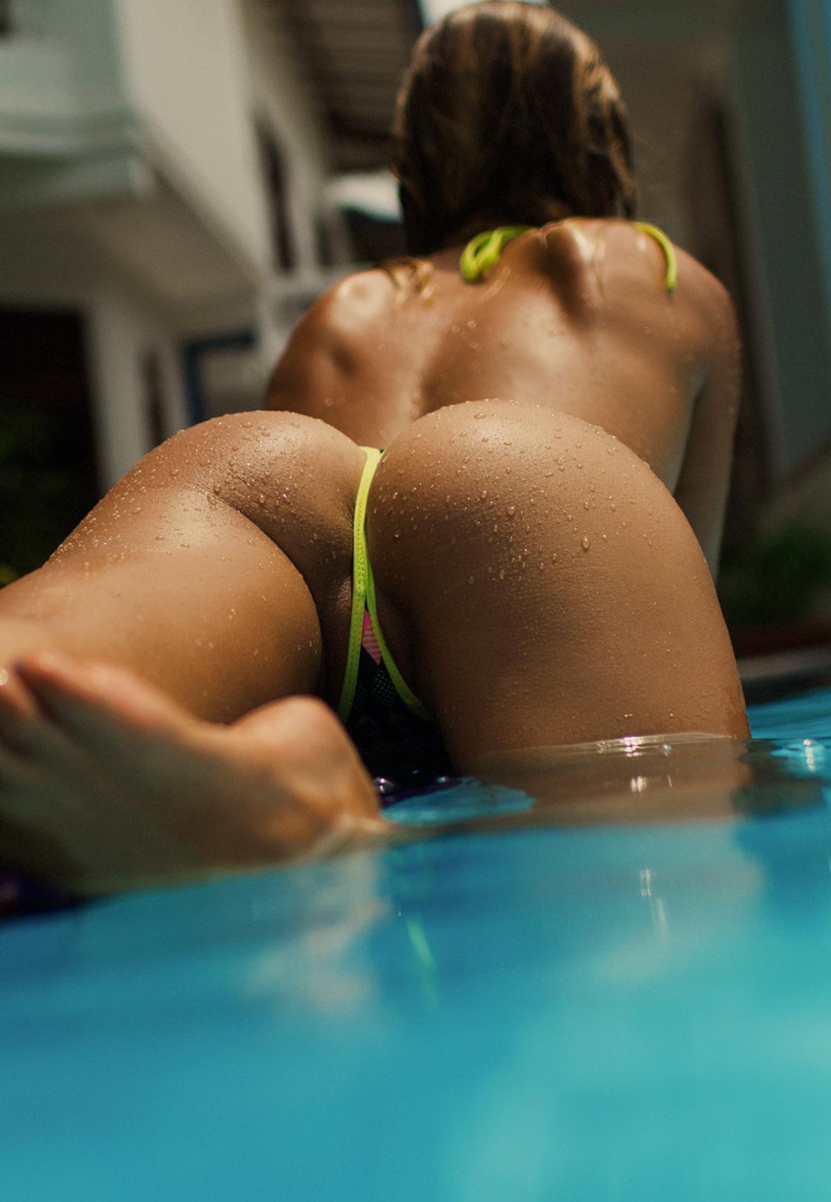 【ウェットエロ画像】水があるだけで違う!濡れて卑猥さを増した女の肉体www 09